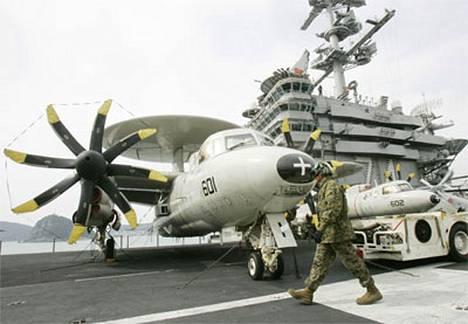 Amerikkalainen lentotukialus John C. Stennis on yksi sotaharjoituksiin osallistuvista aluksista.