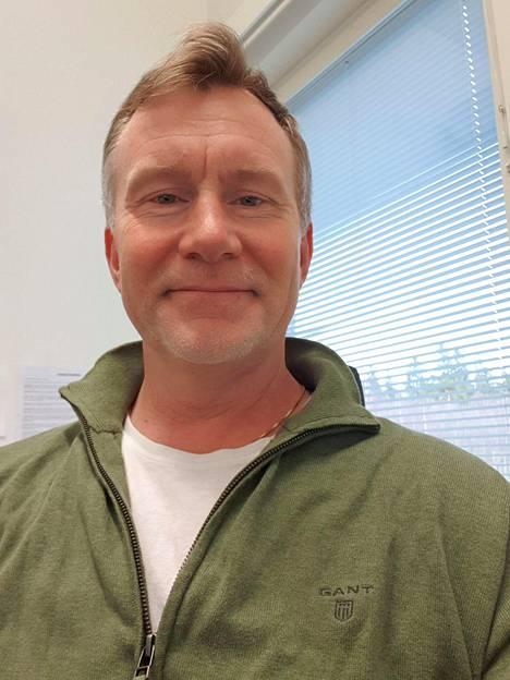 Tomi Hautala pysyy suosiolla Kouvolassa, vaikka etätyön tekeminen pistääkin miettimään tulevaisuutta.