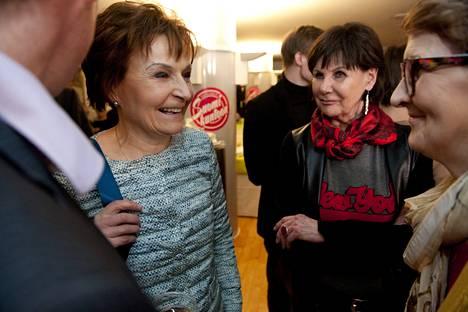 Keskustan vaalivalvojaisissa puoluetoimistolla Anneli Jäätteenmäki ja Pirkko Arstila.