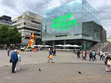 Stuttgart on Saksan Baden-Württenbergin osavaltion pääkaupunki. Keskustassa on 27 metriä korkea taidemuseo (Kunstmuseum).