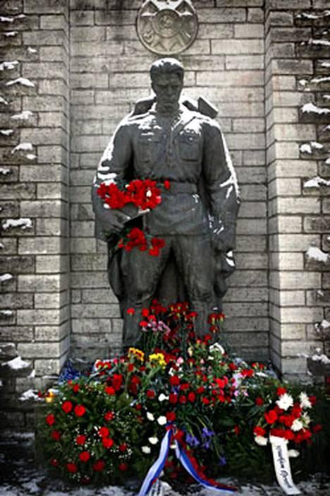 Tämä patsas herättää tunteita niin Virossa kuin Venäjälläkin.