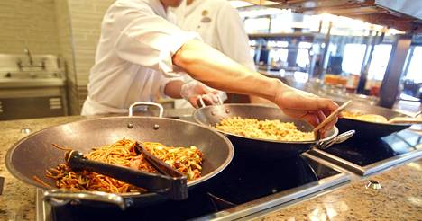 Koronarajoitusten purku voi luoda asteittain uusia kesätyöpaikkoja ravintola-alalle pitkin kesää.