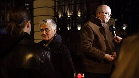 Muun muassa Pirkko Saisio ja Eero Heinäluoma osallistuivat surumielenosoitukseen.