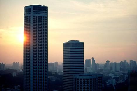 Eteläkorealaista kädenjälkeä oleva hotelli valmistui Singaporeen 1980-luvun loppupuolella. Hotelli oli tuolloin maailman korkein.