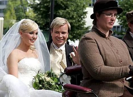 Satu Taiveaho ja Antti Kaikkonen menivät naimisiin heinäkuun 12. päivä Hämeenlinnassa.