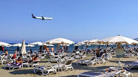 Lufthansan kone laskeutumassa Larnacaan Kyprokselle 1. elokuuta.