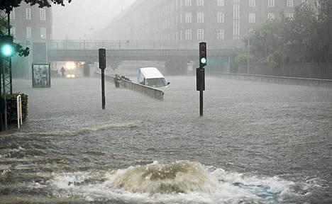 Kööpenhaminan rankkojen tulvien tuhojen korjaaminen vie päiviä.