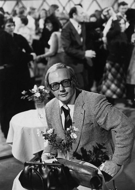 Heikki Hietamies juonsi legendaarisia Lauantaitansseja vuosina 1976–1985.