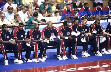 Legendoja rivissä olympialaisissa: Magic Johnson, David Robinson, Michael Jordan, Charles Barkley, Karl Malone, Patrick Ewing, Christian Laettner, Clyde Drexler...
