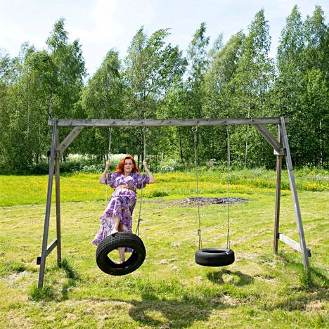 """Kirsin talo sijaitsee aivan Sipoonkorven kansallispuiston äärellä. """"Metsässä tunnen saavani yhteyden ytimeeni, lapsuuteeni."""""""
