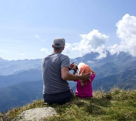 Jere viettää paljon aikaa lastensa kanssa luonnossa.