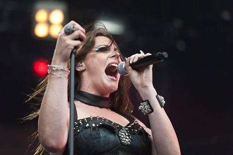 Floor Jansen hyppäsi Nightwishin solistiksi kesken Imaginaerum-kiertueen.
