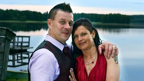 Allu ja Essi menivät naimisiin viime heinäkuussa Virroilla.