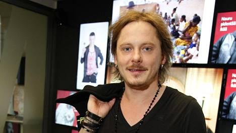 Negative-yhtyeen tauon aikana Jonne Aaron on julkaissut kaksi suomenkielistä sooloalbumia – ja samalla myös hieman rauhoittunut.