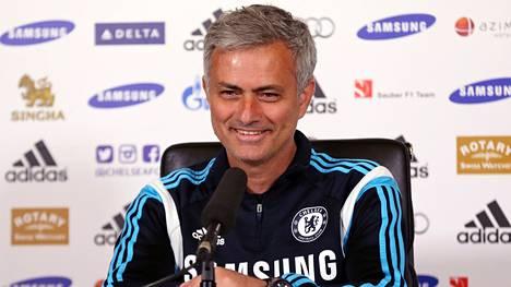 Englantilaislehtien mukaan Jose Mourinho pysyy Chelseassa vuoteen 2019 asti.