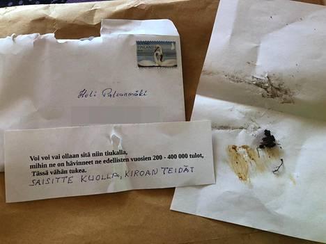 Palsanmäkien postilaatikosta löytyi uhkauskirje, joka sisälsi ulostetta. Pari aikoo toimittaa kirjeen poliisille.