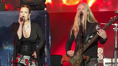 Anette Olzon ja Marco Hietala lavalla Provinssirockissa 2012.