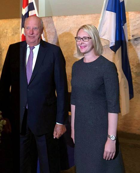 Kuningas Harald ja eduskunnan puhemies Maria Lohela (ps).
