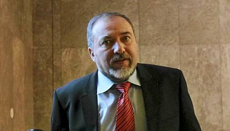 Avigdor Liebermania epäillään jälleen korruptiosta.