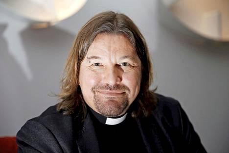 –Halsualla on aina ymmärretty hyvän päälle, halsualaislähtöinen pappi Kari Kanala sanoo.