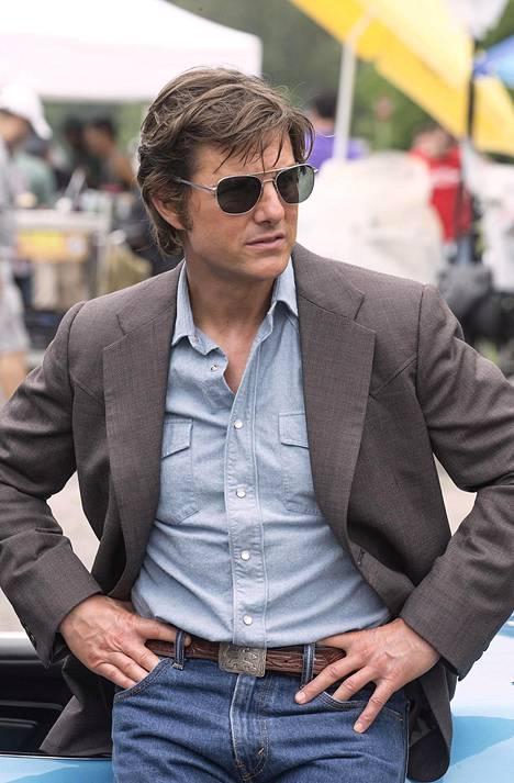 Cruise esittää huijarina ja lentäjänä tunnettua Barry Sealia, jonka CIA yllättäen värvää suorittamaan yhtä Yhdysvaltain historian suurimmista peiteoperaatioista.