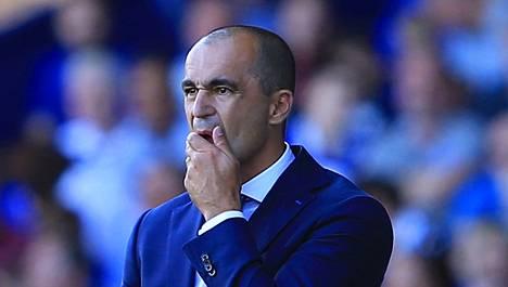Roberto Martinezin mielestä siirtoikkunan pitäisi sulkeutua kun kausi alkaa.