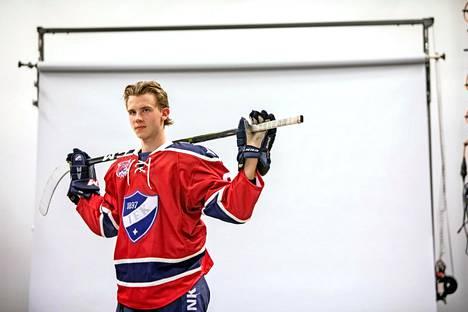 Brad Lambert on kohistu jääkiekkoilija.