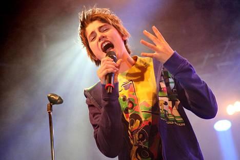 Teinisensaatio Robin revitteli levynjulkkarikeikalla Circuksessa Helsingissä vuonna 2012.