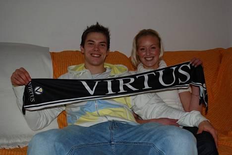 Petteri Koponen ja puoliso Linda Hatakka Italiassa vuonna 2008. Koponen pelasi tuolloin Bolognassa.