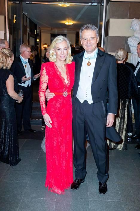 Pitsi ja pitkät hihat näkyivät niin meillä kuin Tukholmassakin. Louise Julian ja Carl-Henric Svanberg.