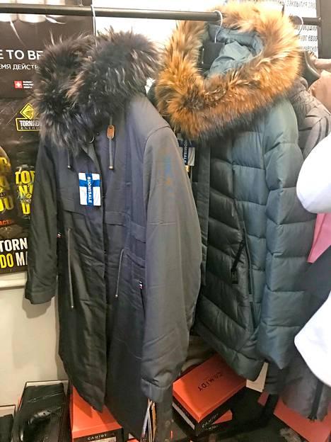 Kiinassa valmistettuihin takkeihin oli kiinnitetty Suomisale-merkit.