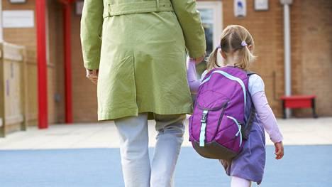 Neuvotteleva ote lasten kasvatuksessa jakaa asiantuntijoiden mielipiteet.
