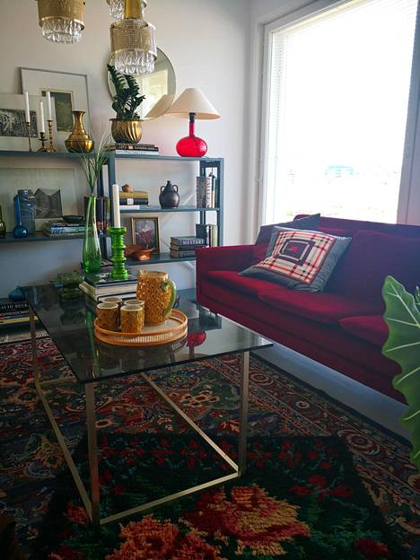 Olohuoneen katseenvangitsija on upea sohva.