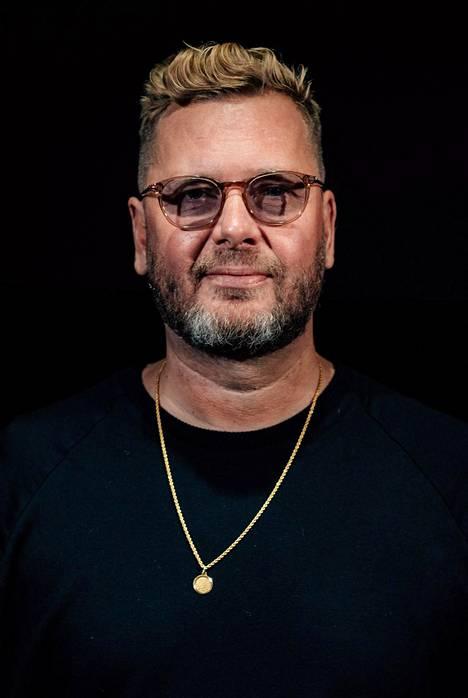 Elokuvan alkuperäinen luoja ja tuottaja on Dennis Livson, jonka poika Tim Livson tuottaa uutta elokuvaversiota yhdessä Antti J. Jokisen kanssa.
