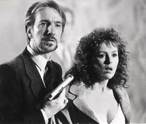 Hans Gruber (Alan Rickman) on konna ja Holly McClane (Bonnie Bedelia) sankarin vaimo ensimmäisessä Die Hard -elokuvassa. Juonipaljastus: toinen heistä pääsee hengestään. Kuolleita yhteensä: 26.