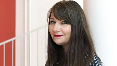 Elina Tanskanen on seksuaaliterapeutti, pariterapeutti ja tietokirjailija. Hän on kirjoittanut mm. teoksen Parempaa seksiä: 27 harjoitusta, joilla muutat seksielämäsi (Tammi, 2017)
