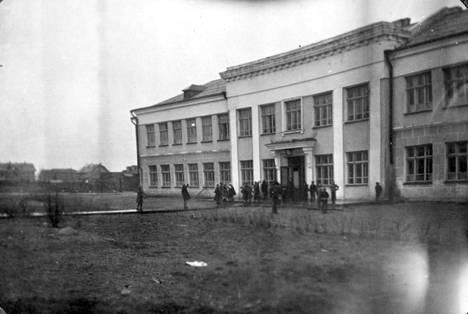 Petroskoin eli Äänislinnan kansakoulu.