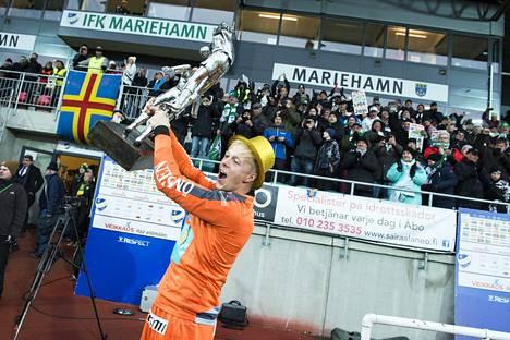 IFK Mariehamnin mestaruuteen torjuneella Walter Viitalalla on hallussaan Veikkausliigan yhden kauden nollapeliennätys.