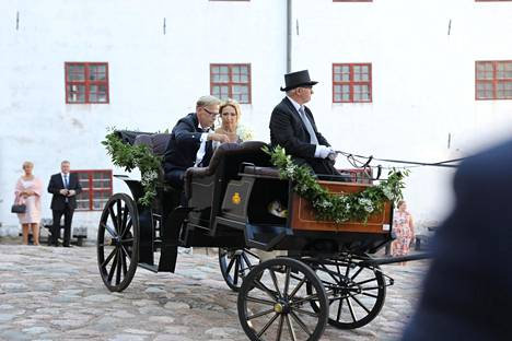 Toivo Sukari ja Nadja vihittiin viikonloppuna. Suunnittelija Anu Beadlen mukaan häät olivat hyvin tyypilliset.