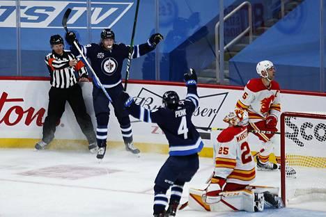 Toistaiseksi viimeisessä ottelussaan Jetsin paidassa 14. tammikuuta Laine loisti ottelun parhaana pelaajana. Seuraavan kerran hän nostaa kätensä maalin merkiksi sinitakkina.