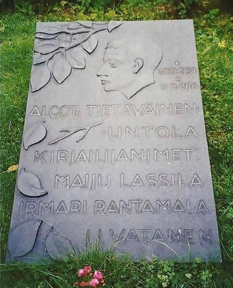 Algoth Untolan ruumis siirrettiin Santahaminasta Hietaniemen hautausmaalle vuonna 1939.
