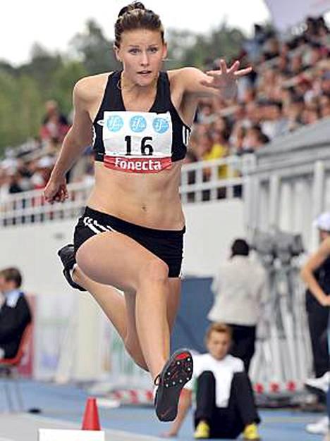16-vuotias Kristiina Mäkelä voitti kolmiloikan.