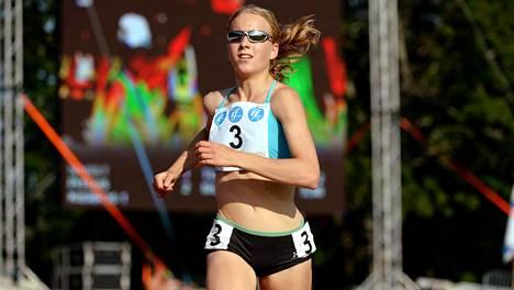 Johanna Peiponen juoks uuden maantiejuoksun Suomen ennätyksen.