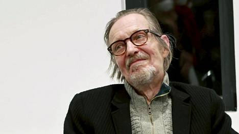 Pave Maijanen edusti hyväntuulisena lokakuussa valokuvanäyttelynsä avajaisissa.
