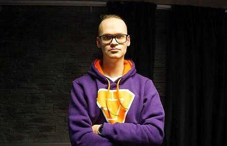 Niklas Pehkonen saa ansionsa kilpapelaamisen parissa.