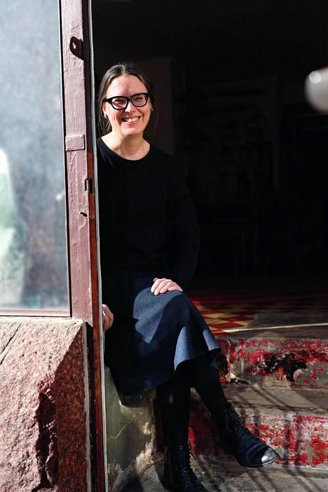 Kolme leikkausta ja vyöhyketerapia toivat vihdoin helpotusta Anne Ignatiuksen endometrioosioireisiin.