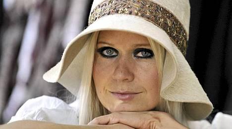 Paola Suhonen ohjasi musiikkivideon.