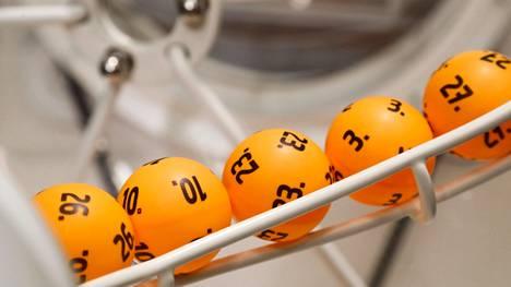 Lottopalloja kuvituskuvassa.