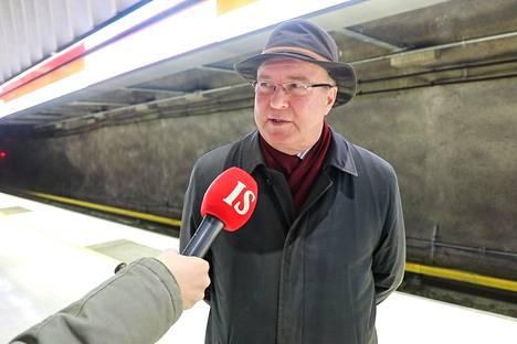 Koivusaari on Jorma Westlundin kotiasema. Hän yllättyi, kuinka nopeasti asema meni remonttiin.
