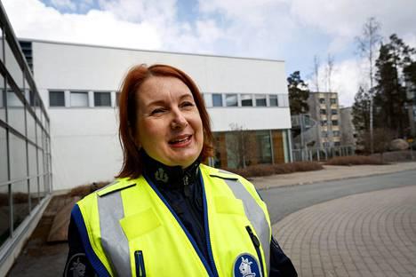 Ylikonstaapeli Heli Jalander opettaa poliisiopiskelijoita Poliisiammattikorkeakoulussa.